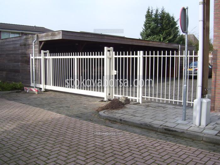 Плъзгаща портална врата