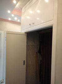 Гладка хармоника с бял гланц, интериорна сгъваема врата