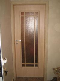 Ламинатна остъклена врата с шпросни