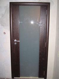 Остъкление на 3/3 с триплекс мат фурнирована врата