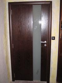 Фурнирована врата с цяло калено стъкло