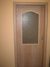 Остъклена фурнирована врата