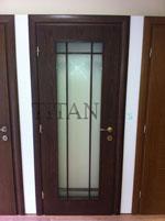Интериорна врата от естествен фурнир с остъклено крило