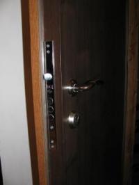 Блиндирани врати с големи секретни брави