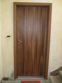 Чешка врата с подсилено крило за входна