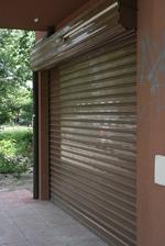 гаражна врата с ролетка