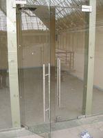 η παραγωγή του ανοίγματος της πόρτας γυαλιού με δύο πτέρυγες